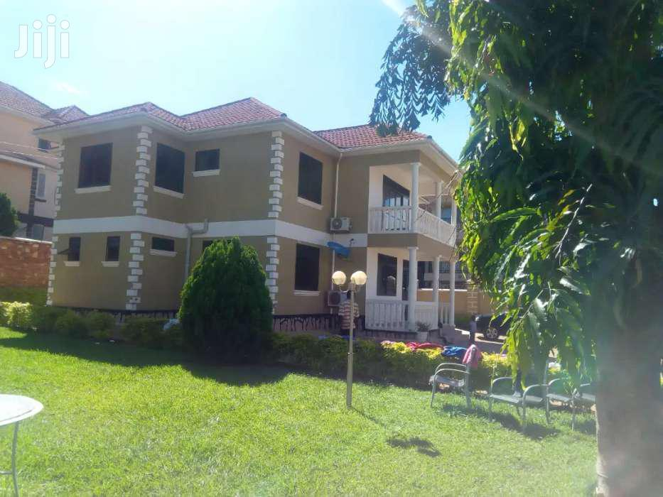 Five Bedroom House In Munyonyo For Sale