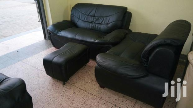 5 Seater (221) Leather Sofa Set.
